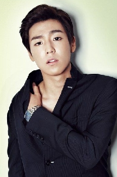 Lee Hyun Woo photo