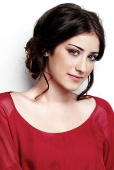 Hazal Kaya photo